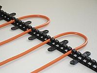 Plastová lišta k fixaci topných kabelů - délka 0,5 m,  rozteč otvorů 1 cm